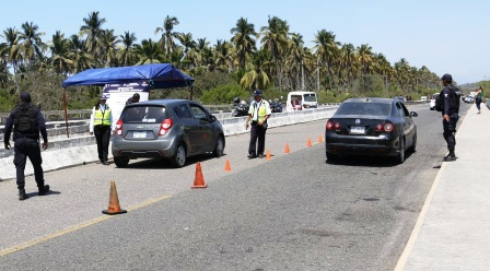 intensifican-vigilancia-en-la-costa-michoacana-y-red-carretera